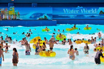 Crowd at Thunder Bay, Water World