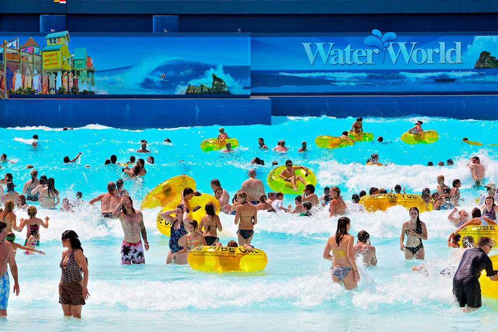 Crowd at Thunder Bay, Water World
